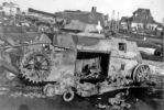 Zniszczony podczas walk we wrześniu 1939 polski czołg lekki 7TP z 1 Batalionu Czołgów Lekkich. Zdjęcie wykonane na jakimś składowisku sprzętu zdobycznego w rejonie Tomaszowa Lubelskiego 18.09.1939 w walkach o Tomaszów Lubelski batalion odniósł zwycięstwo (zniszczono wiele pojazdów wroga, wzięto jeńców, zajęto część miasta). W natarciu podjętym 19-20.09.1939 utracono niemal cały sprzęt bojowy. 20.09.1939 resztki batalionu złożyły broń.